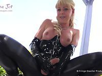 Shemale mature eats her cum