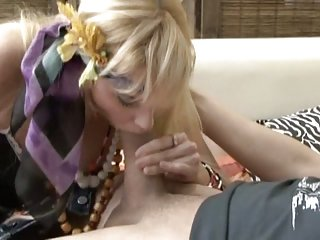Shemale In A Playful Anal Trio Pushing