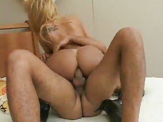 Fetished tranny seduced a worker