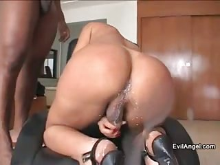 Hot tgirl pleasing two cocks