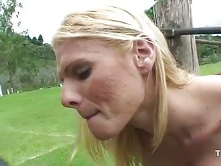Guy drilling blonde tranny