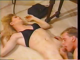 Oral and anal fun with a vintage tranny