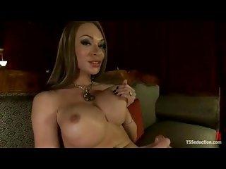 Sucking Mia's splendid she cock with a delight