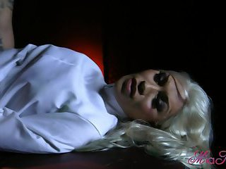 Blonde tranny sucks with a delight